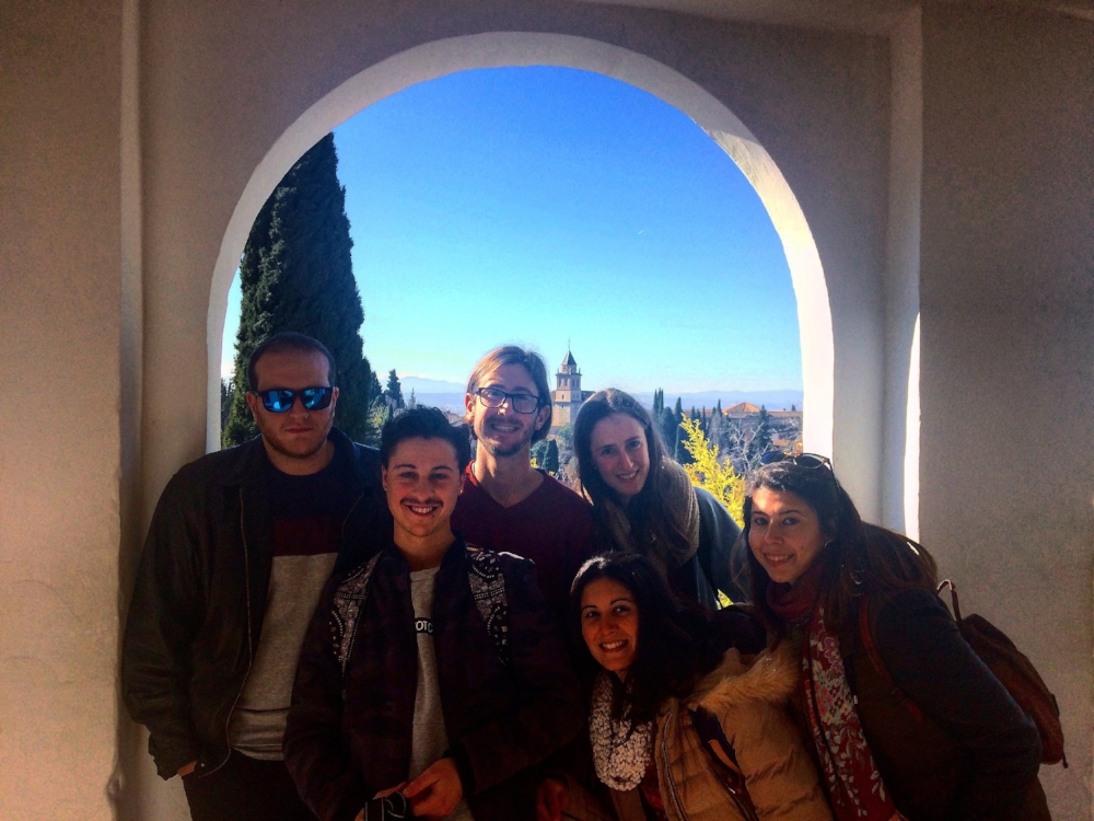 An Alhambra outing with a mix of natives and foreigners.