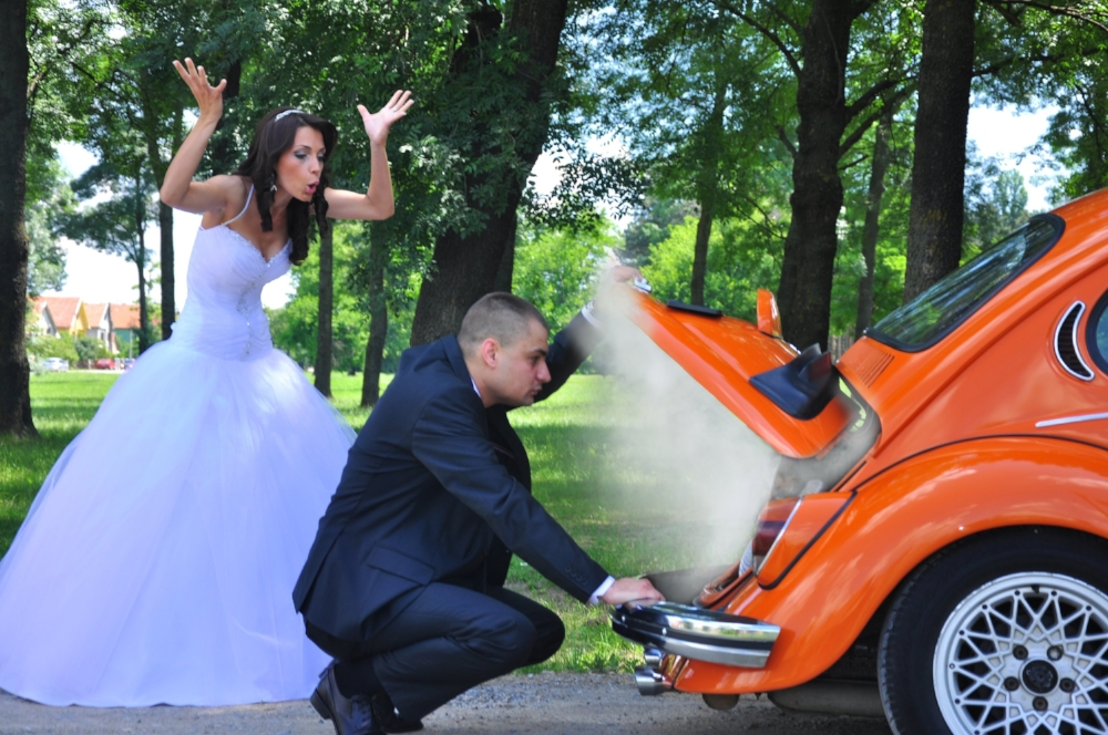 Imagine what you would be  cagando en  if your car broke down on the way to your wedding.