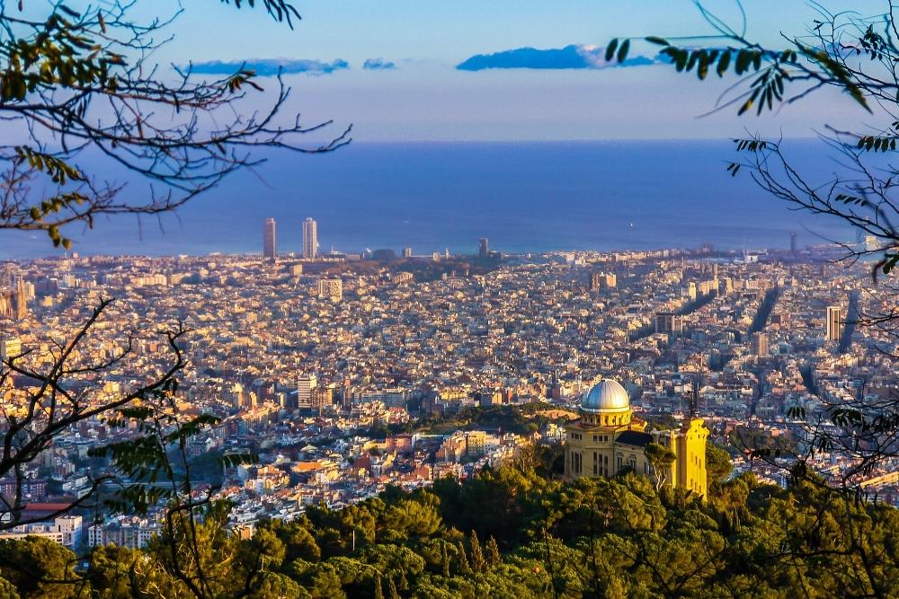 Barcelona, Spain. Photo source JoaquinAranoa on Pixabay
