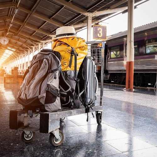 af4b61e1a4c6 Soñando Sunday  Traveling with a backpack or suitcase — Sincerely