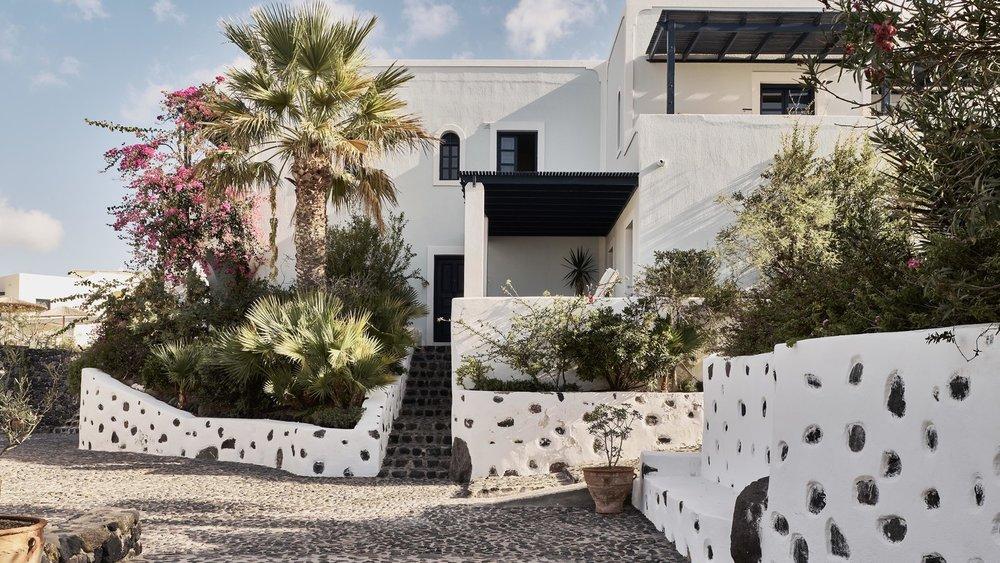 Greece_Santorini_Vedema_resort-grounds-4485-hor-wide.jpg