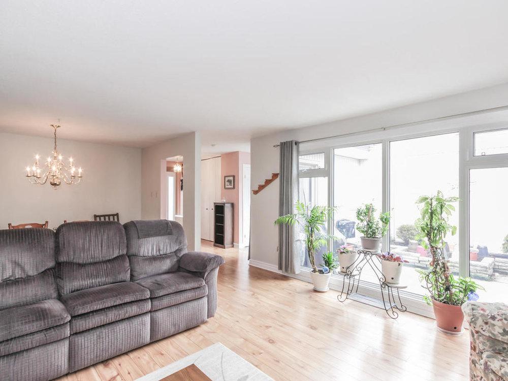542 Cranbrook Rd London ON N6K-MLS_Size-008-6-Living Room-1024x768-72dpi.jpg