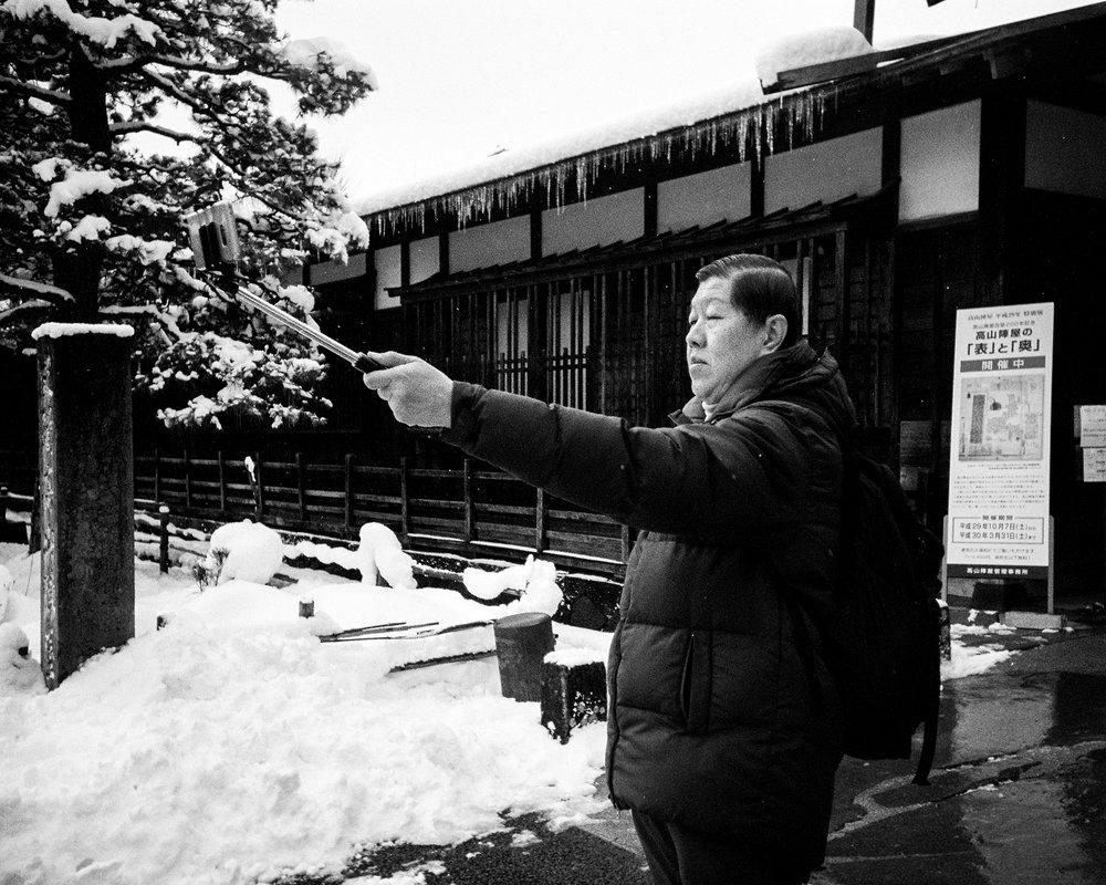poptpop_japan_snow_selfiestick.jpg