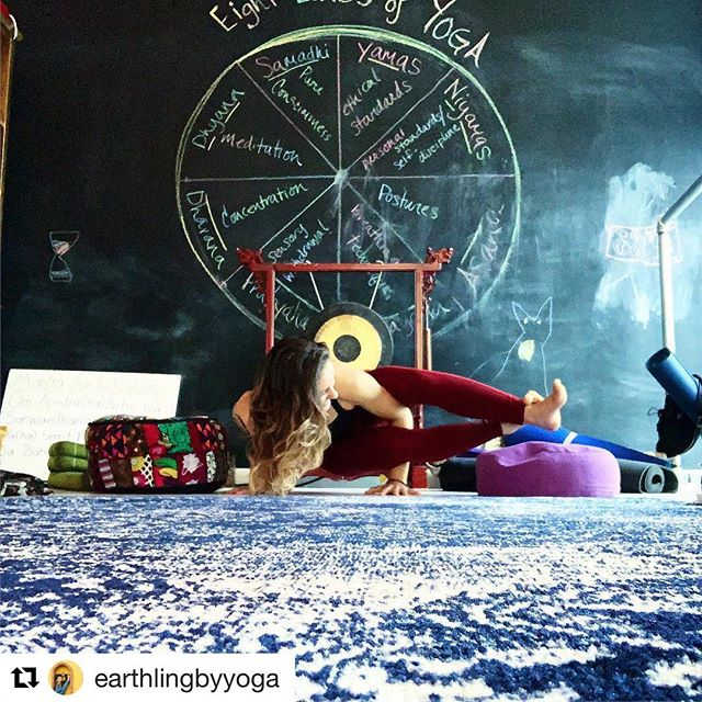 #Repost @earthlingbyyoga with @get_repost ・・・ 🌞Sub Alert🌞  Jasmine will be teaching tonight at @montroseyogacoop for some Candlelight VinYin 🕯🕉 Starts at 8pm and goes to 9:15! Hope to see you there for some late night slow jams and expressions 💫💕 You can catch Sarah again in Tuesdays sunset flow at 5:30!