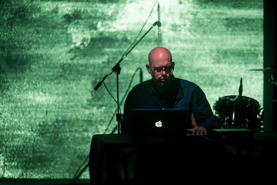 DJ BJ Nilsen (Sverige, Nederland) /VJ Haust (Russland). Foto:Edward Mikrukov