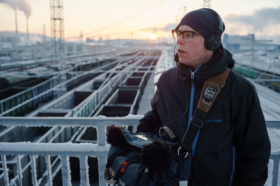 Field Recording Lab ble ledet av lydkunstnerne og komponistene   BJ Nilsen   (bildet) og Petr Makarov. Sammen med unge lydkunstnere fra barentsregionen utforsket de industriområder i Murmansk under festivalen. Foto:Edward Mikrukov