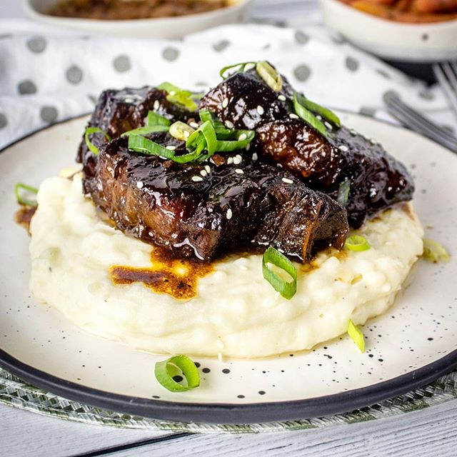 If you've never had Korean BBQ then you seriously have not lived! I made these slow cooked Korean BBQ Short Ribs the other day and they were so tender, forget falling off the bone, they literally melted in my mouth! 🤤 ~~~~~~~~~~~~~~~~~~~~~~~~~~~~~~~~~~~ For those nights when you're craving something sweet and tangy, requires minimal effort and you have about 8 hours to spare! 😆 I promise it's so worth it! #checkouttheblog !