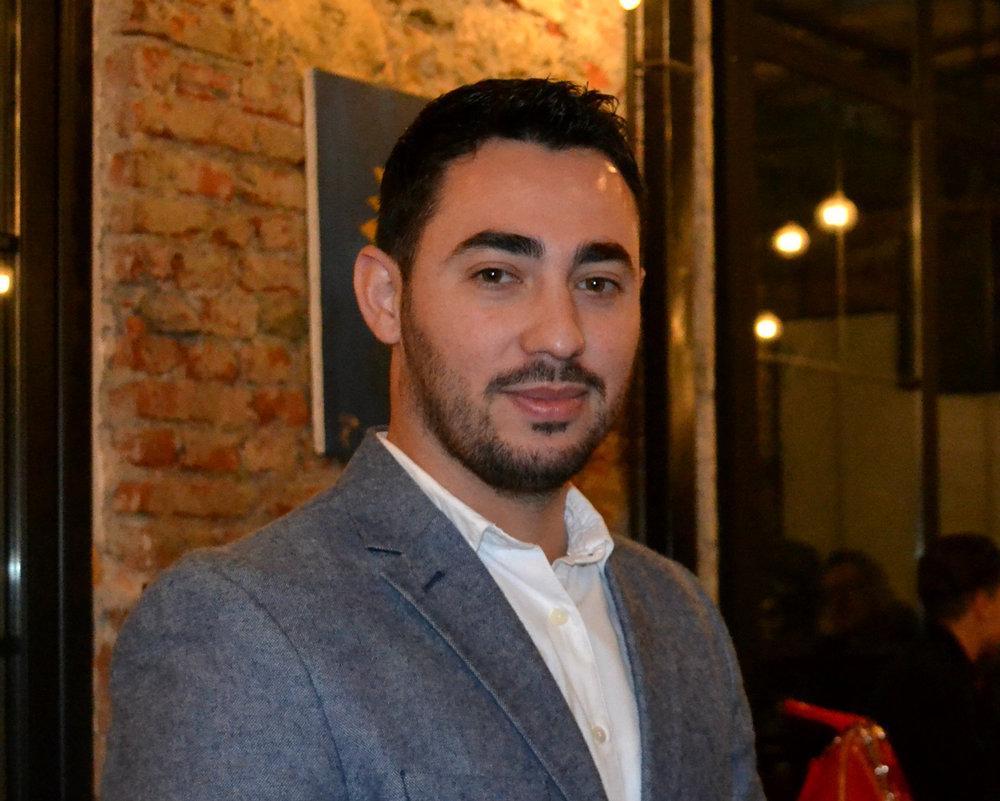 Eneriko Hajdaraj - Eneriko Hajdaraj ështëlead auditor i akredituar për sisteme manaxhimit dhe konsulent biznesi prej katër vitesh gjatë të cilave ka asistuar sipërmarrje në Shqipëri dhe Kosovë ku në sajë të përvojës së tij ka arritur që sipërmarrjet të promovohen në tregun ndërkombëtar.Eneriko është trajner i certifikuar për zhvillimin e aftësive ndërpersonale tësipërmarrësve. Ai është trajnuar në fusha si: planifikim biznesi dhe financiar, inovacion, manaxhim projektesh dhe fondesh publike dhe donator ndërkombëtar, etj.Eneriko është diplomuar në Tirana Business University, në fakultetin Administrim Biznesi.