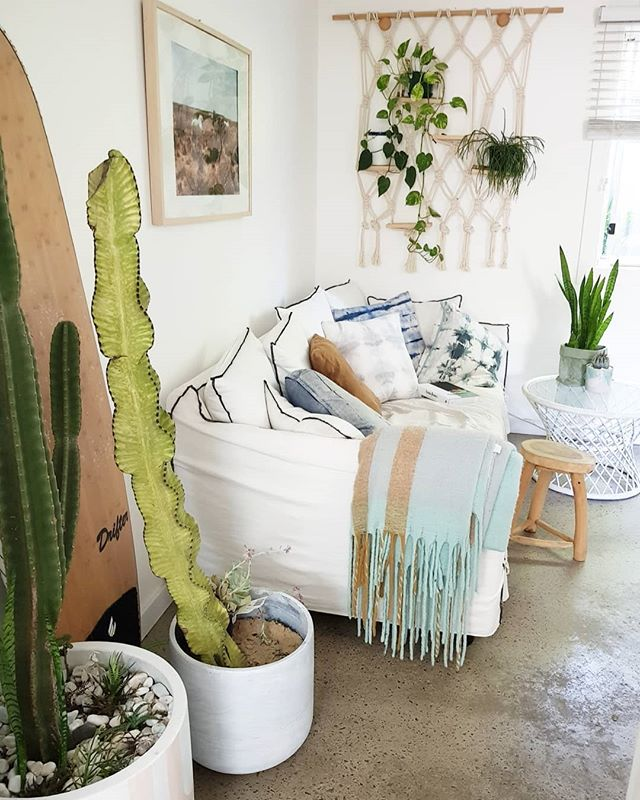 I have a 50/50 success rate with my indoor plants.... looks like it's time to go plant shopping again! I have some empty shelves.  Any tips on hardy indoor hanging plants that might look nice there?  #interiors #jessecleay #interiordesign #design #styling #beachhouse #coastal #linen #organic #indoorplants #plants #cactus #indoor #spaces #loungeroom #handmade