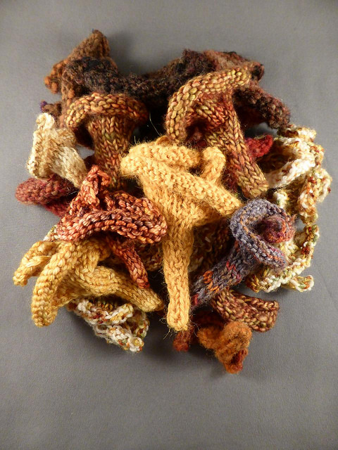 Knit a hyperbolic mushroom - The instructions for knitting a hyperbolic mushroom are the same as those for crocheting a coral: perform increases at regular intervals. These little mushrooms knit up quickly and show that the strange shape of fungi is just a result of a simple mathematical rule.