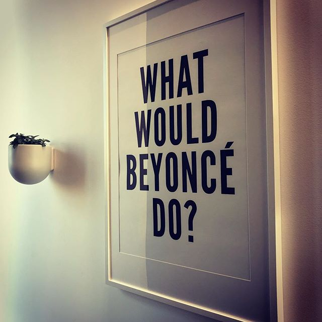Last thing you see before the lights go down and the ride begins 👊🏻 #tuesdaytrainertip #ridepdxslabtown #firstclassfree #rideordie #beyonce #queenbee #ridepdx #pdxfitness #fitfam #indoorcycling