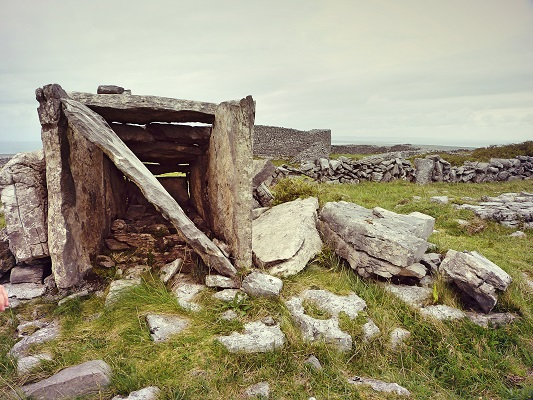 Dun Eochla Wedge Tomb SML.jpg