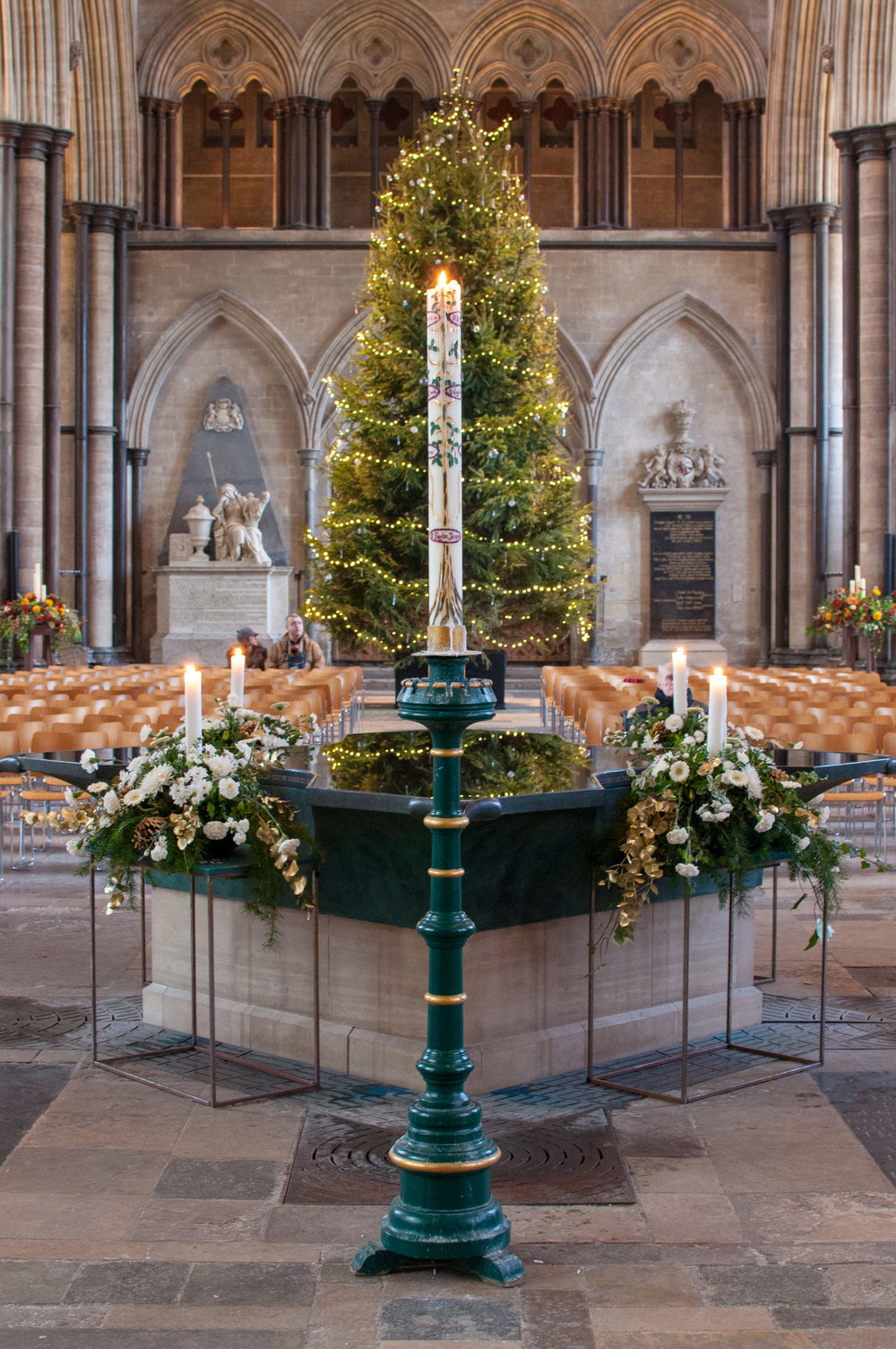 We love Christmas, here's one of our favourite Christmas shots from Salisbury Cathedral in our hometown