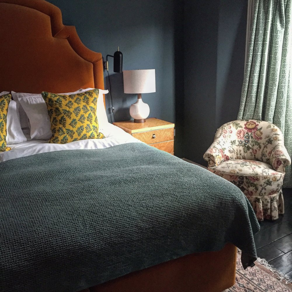 the rose room bed chair.JPG
