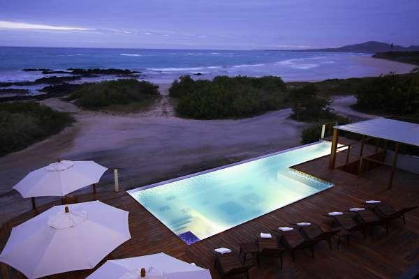 iguana-crossing-atardecer-piscina.jpg