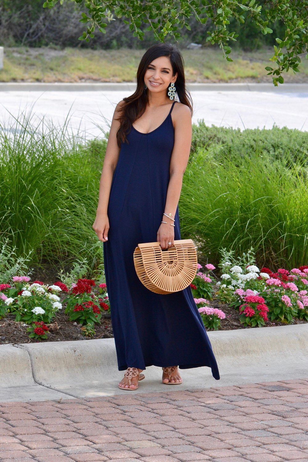 MAXI DRESS  |  STATEMENT EARRINGS  |  SANDALS  |  HANDBAG