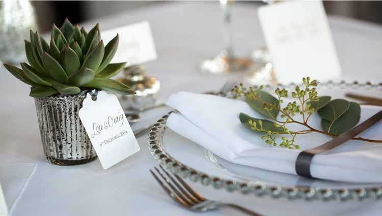Who said just because it is Christmas the colour theme has to be red? Metallics and greens give a sophisticated look.  Image credit.