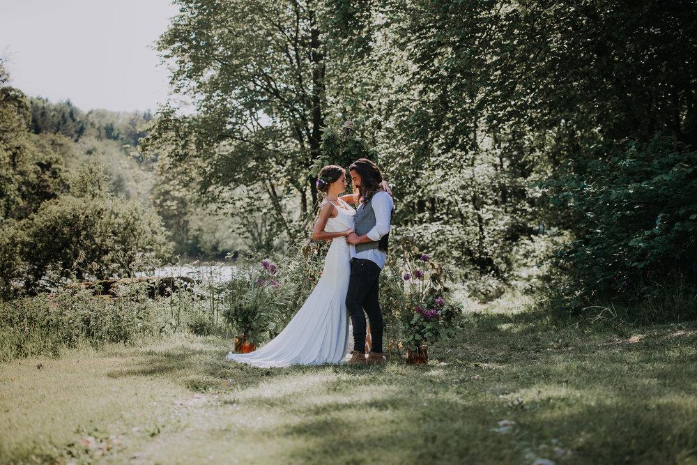 eco friendly boho lakeside elopement.jpg