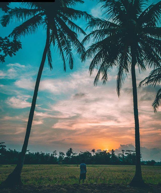 Prayers to those hit in the tragic tsunami in Indonesia. . . . Repost credit 📸 @yassinasco . . . . . . . . #explorecilacap #bestvacations #welivetoexplore #earthpix #exploretocreate #wonderful_places#shotzdelight #beautifuldestination #nakedplanet #stayandwander #earthfocus #wanderlust #discoverglobe #discoverindonesia #edit_perfection #explorejogja #ig_world_photo #bestsunset #sunsetstream #sunset_today #lovetotravel #traveladdict #traveltheglobe #world_bestsky #sunsethour #travelblogger #indonesia_paradise