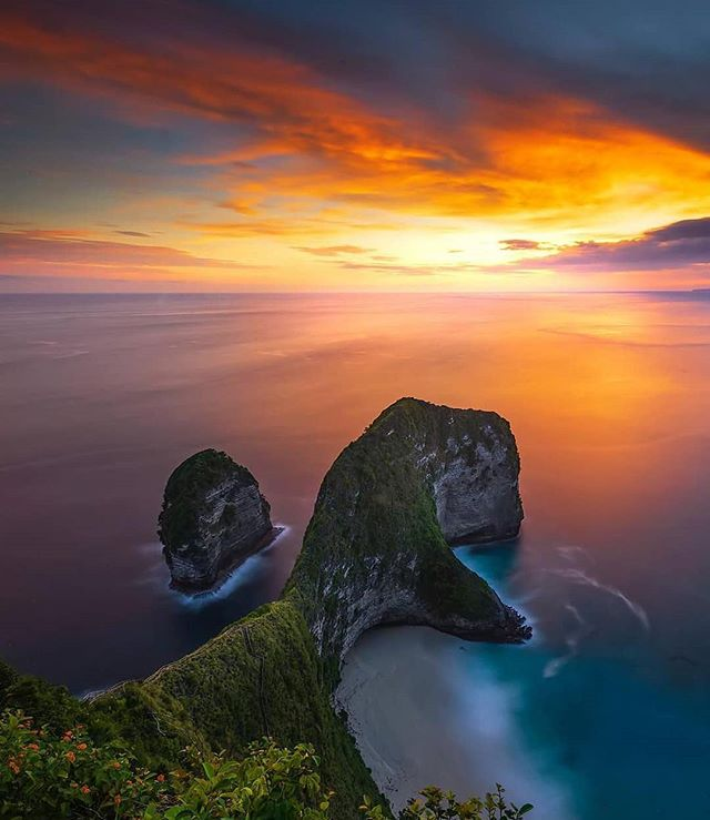 Been missing Bali so much. I think it's time to plan a visit for a long term stay. . . . . Repost @whitemore__ ・・・ . . . . . . #Jaw_dropping_shots #Thebest_capture #Special_shots #big_shotz #sunset_vision #main_vision #photooftheday #allbeauty_addiction #wonderful_places #hubs_united #global_hotshotz #ig_today #travelphotography #travelpassion #awesome_earthpix #beautifuldestinations #ig_myshots #igworldglobal #igersmood #theworldshotz #discoverglobe #earth_shotz #awesomepix #longexpolite #longexposure_shots #amazing_longexpo #awesomeglobe #bali #baliindonesia #traveladdict