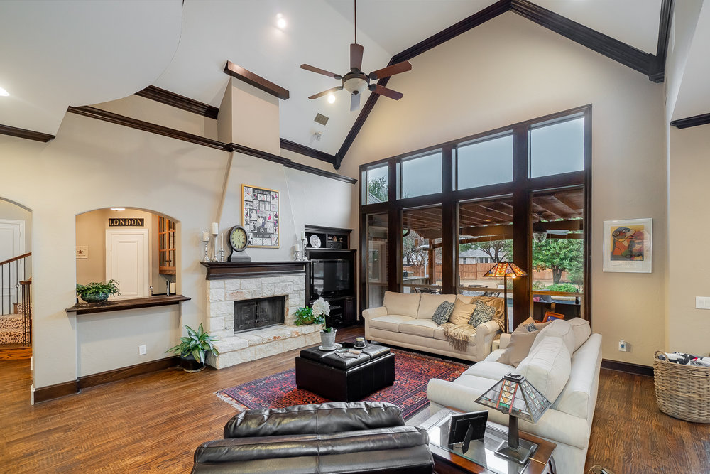 Walk-thru Video tours - Tell a story with our unique video tours - Emotionally connecting people with real estate.