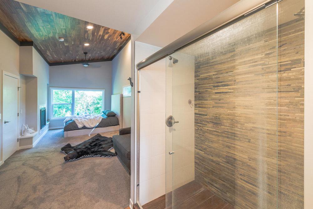 7022 Willow Lane Brooklyn Park-large-005-5-Master Bath-1499x1000-72dpi.jpg