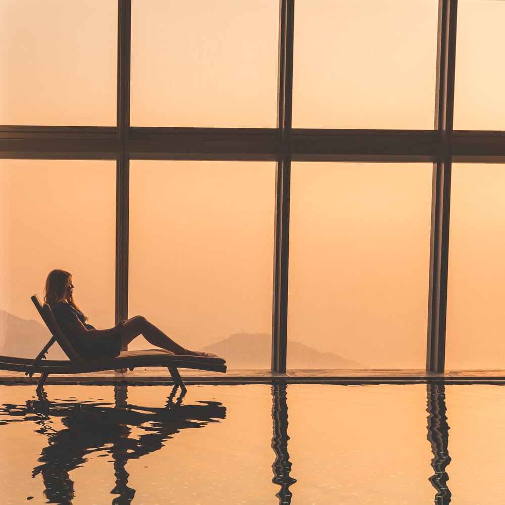 Instagrammable spots in Hong Kong: Inifinity Pool at the Ritz Carlton, Hong Kong