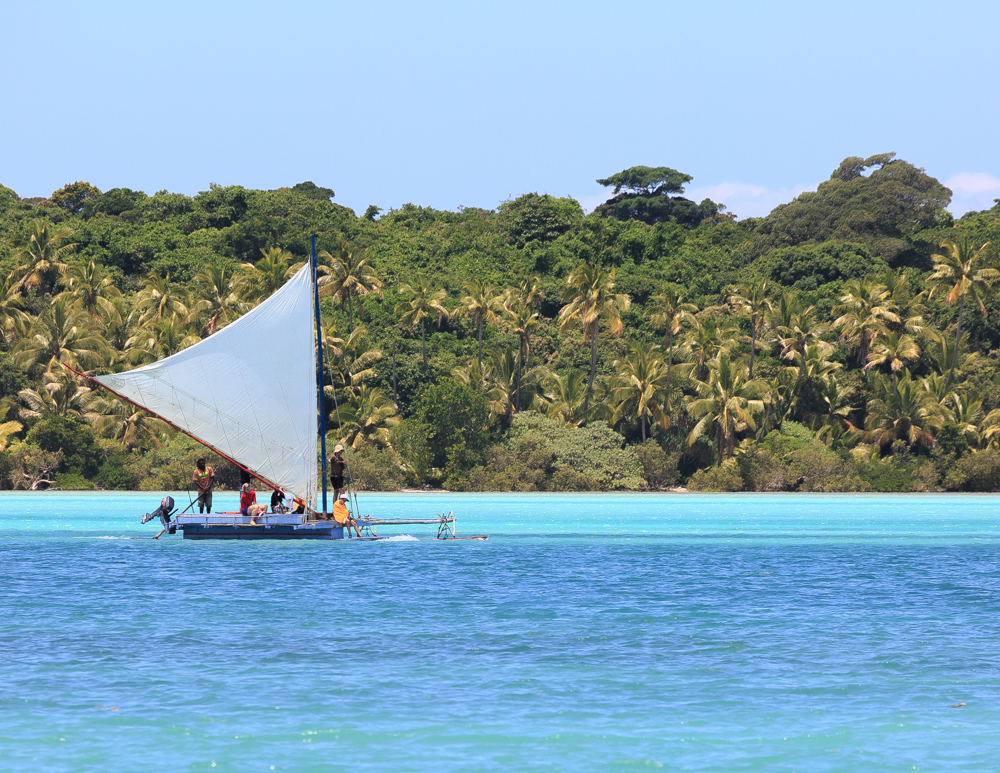 Best things to do in New Caledonia, Pirogue