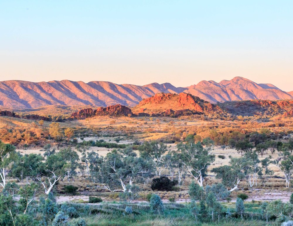 Instagrammable spots in the Outback: Mount Sonder lookout at Sunset