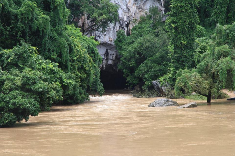 Must do things in Laos: Tham Kong Lo