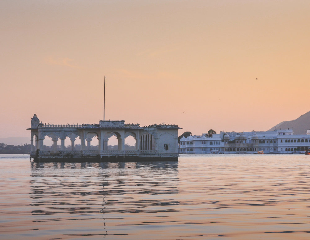 Tourist places in Rajasthan: sunset boat tours in Udaipur