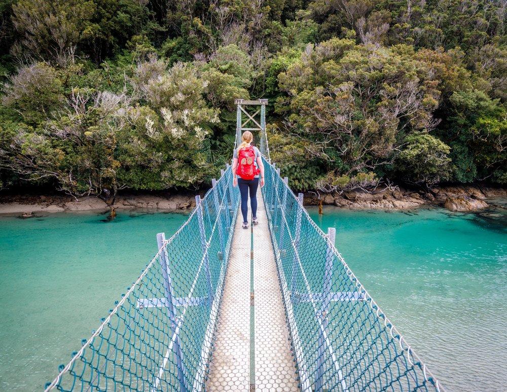 Rakiura Track: Suspension bridge at Maori Beach