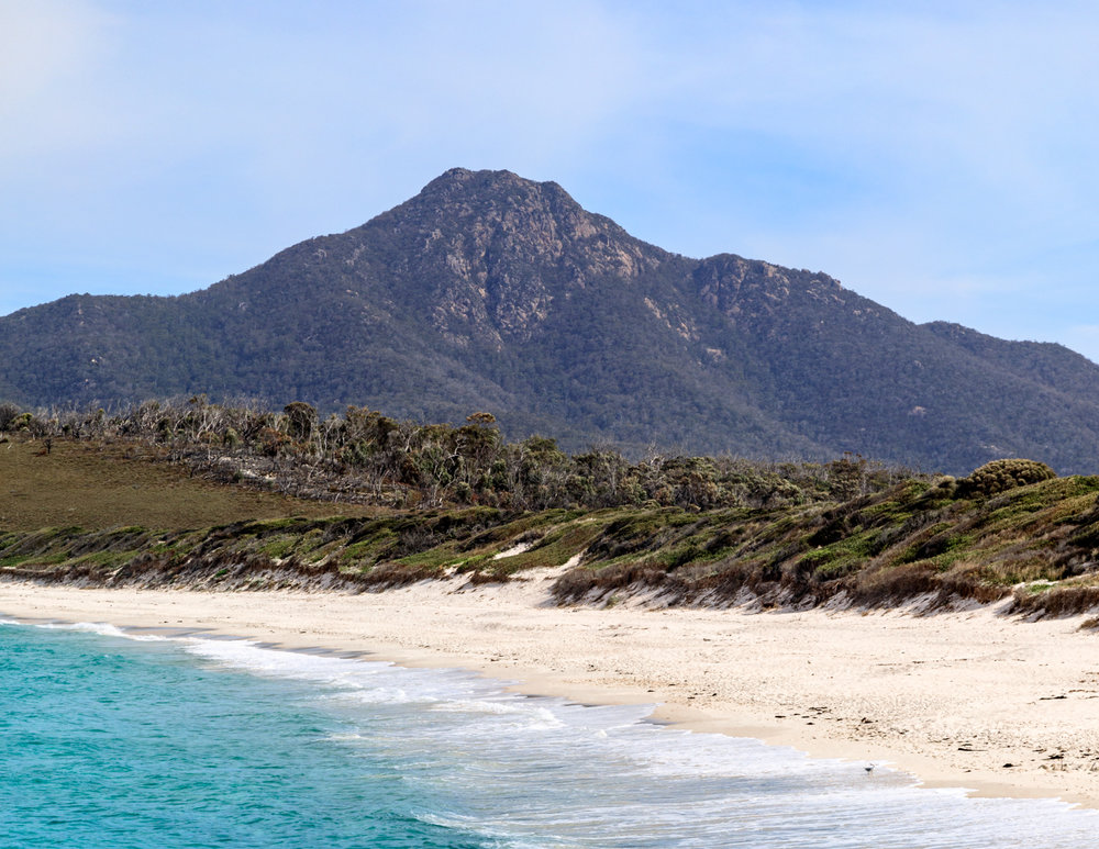 Two week Tasmania Itinerary: Wineglass Bay Beach