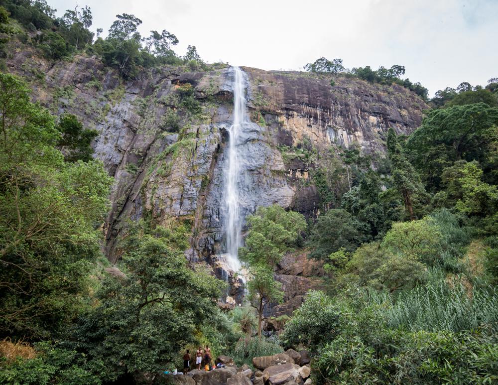 Diyaluma Falls Hike: The bottom falls