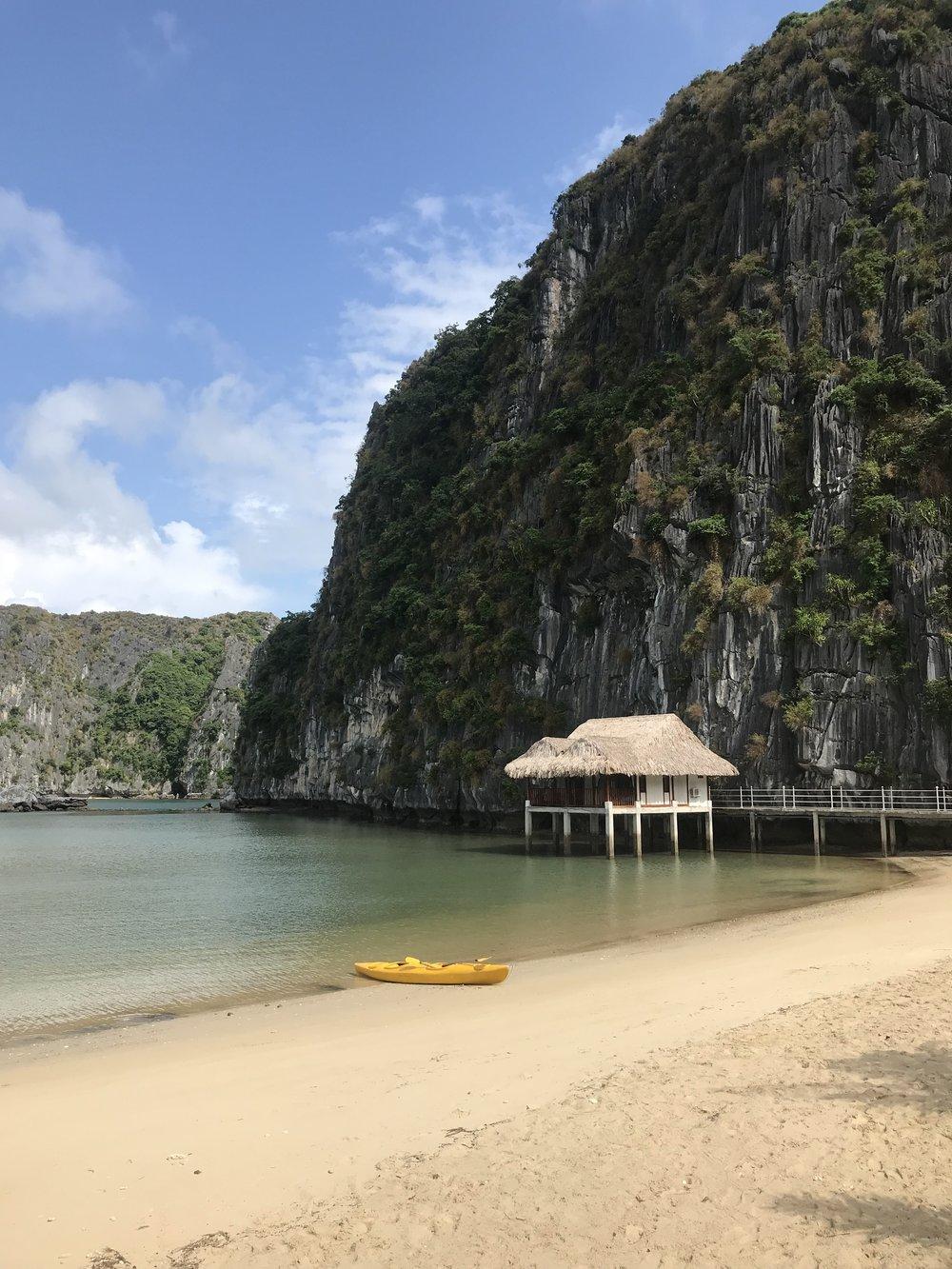 Van boi island, Lan Ha Bay