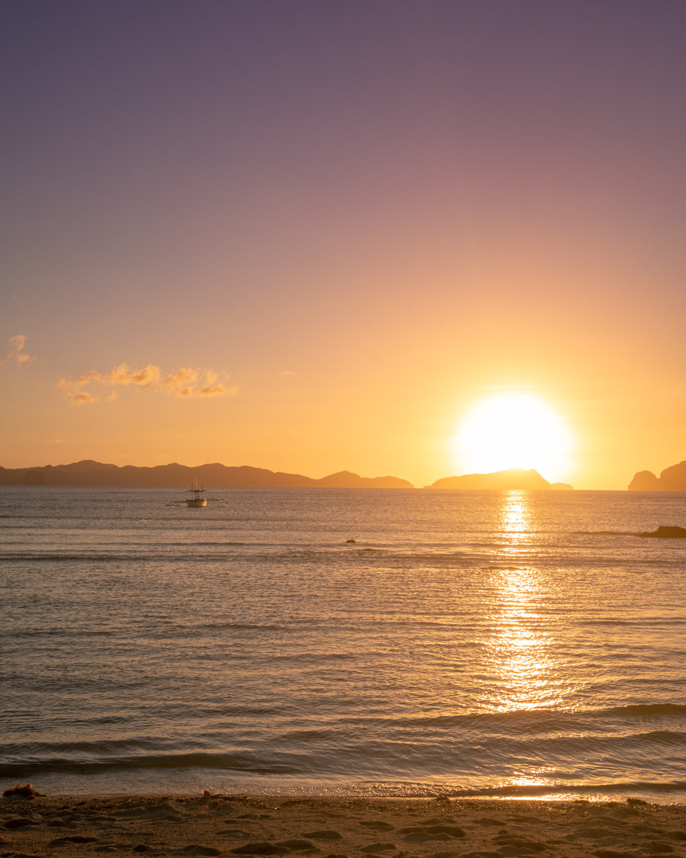 Sunset at Las Cabanas Beach, El Nido Palawan