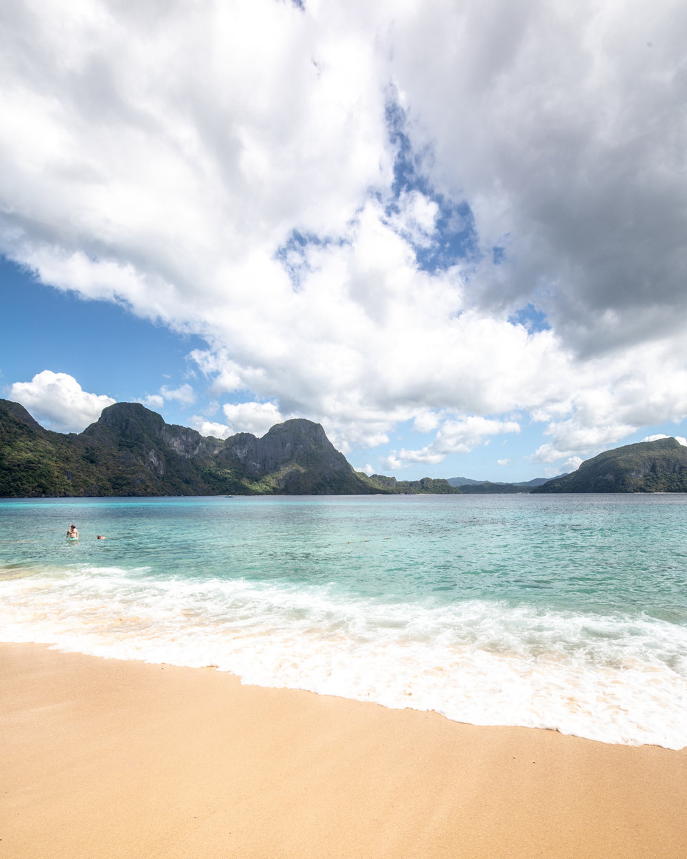 The beach at Helicopter Island, El Nido Palawan