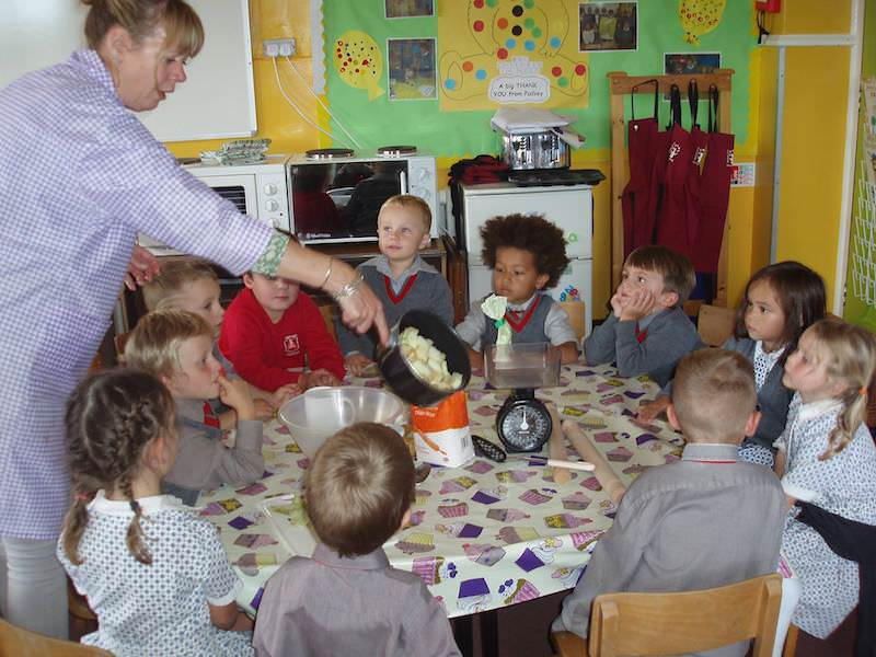 children in reception year at worthing private school sompting abbotts making apple pie