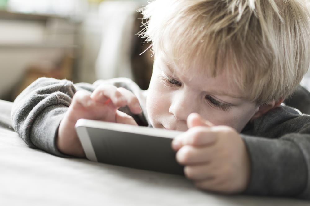 child on smartphne.jpg