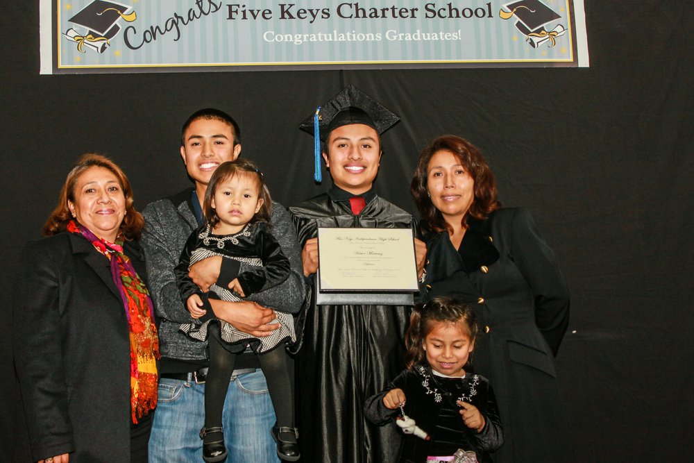 Graduate and family (10).jpg