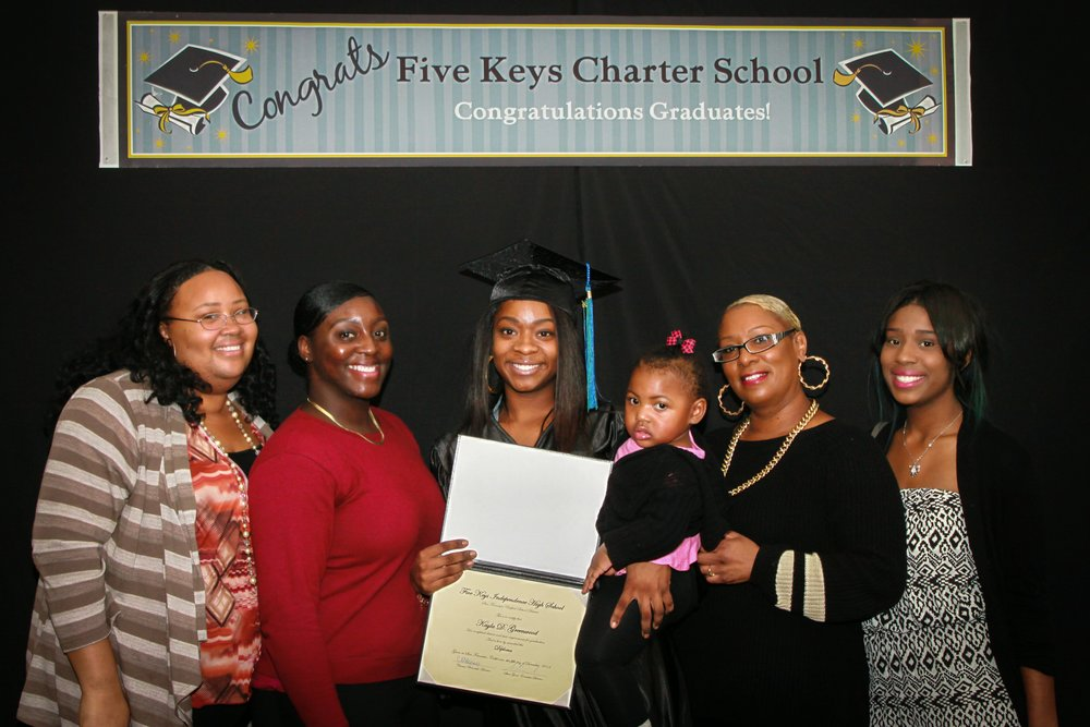 Graduate and family (11).jpg
