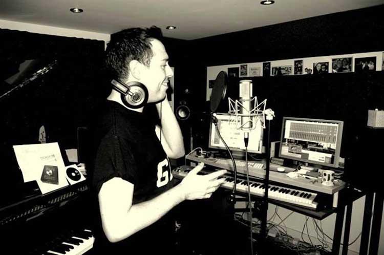 Chris Dennis (aka La Voix)