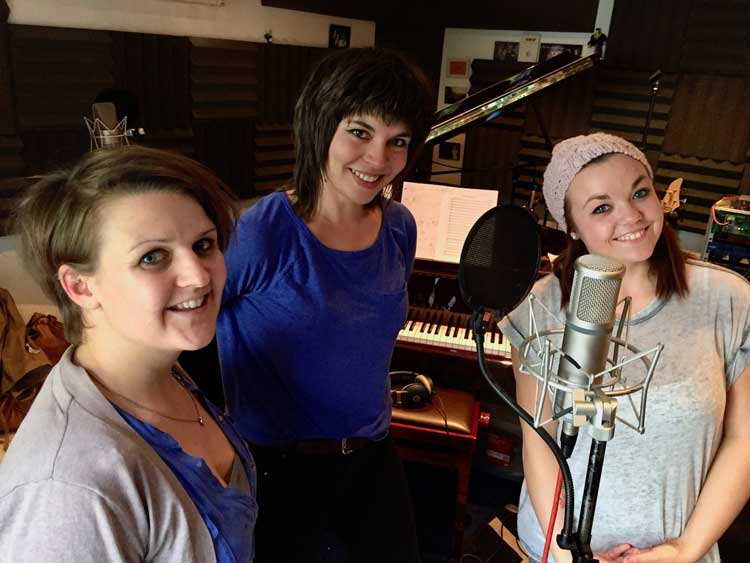 "Lara de Belder and the LGBB girls recording ""Brave"""
