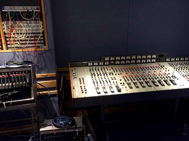 Studio 3 classic side desk