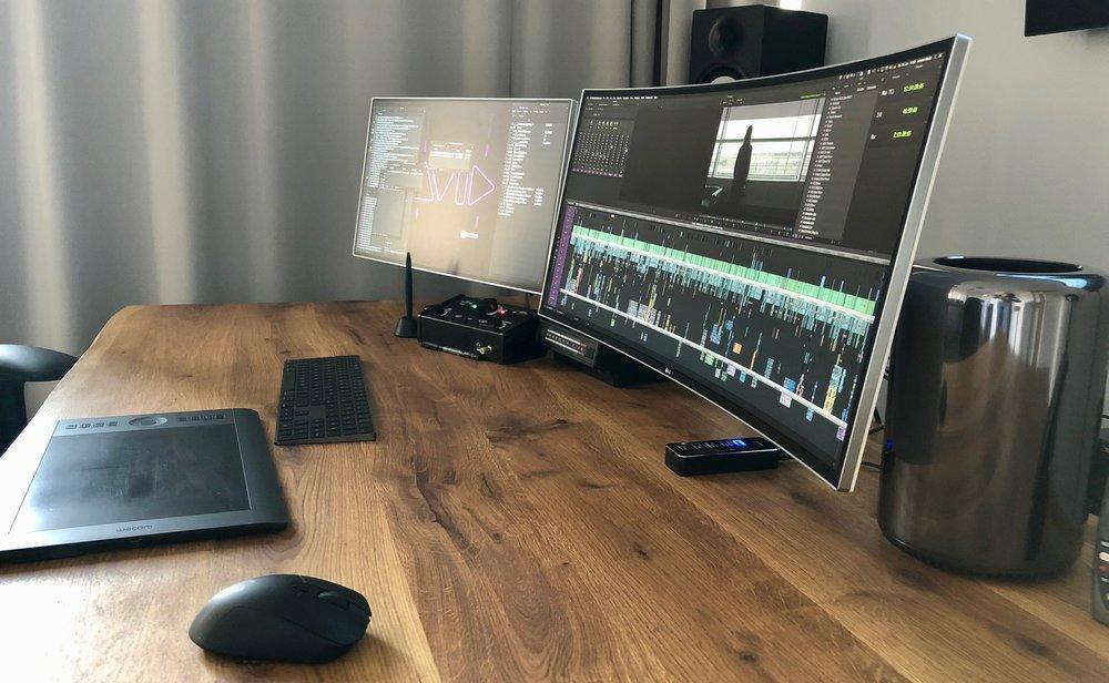 Die Technik - MAC PRO 6 Core, 32Gb RAM12TB RAID1x 34 Curved, 1x 24 und 55 4K OLED Client MonitorAvid MC, Adobe Suite