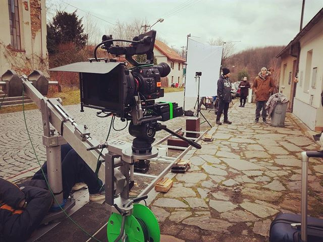 Tohle v té vsi ještě nezažili! 😱😁 #setlife #camera #filmmaking #filmmaker #movieday #arri #kinoflo #Ticho #histogramfilms