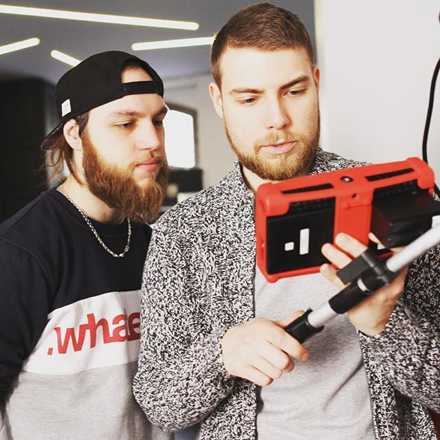 💬 Hmmmm.... #setlife #filmmaking #commercial #ninjaassassin #arri #kinoflo #histogramfilms 📷 by @elivei