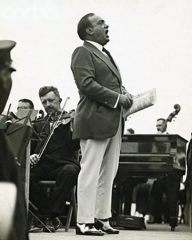 Enrico Caruso - Outdoor singing, self-powered