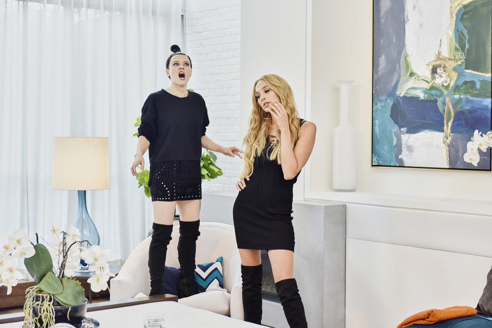 Gal Gadot Did A Flawless Kendall Jenner And Gigi Hadid Impression On  Saturday Night Live