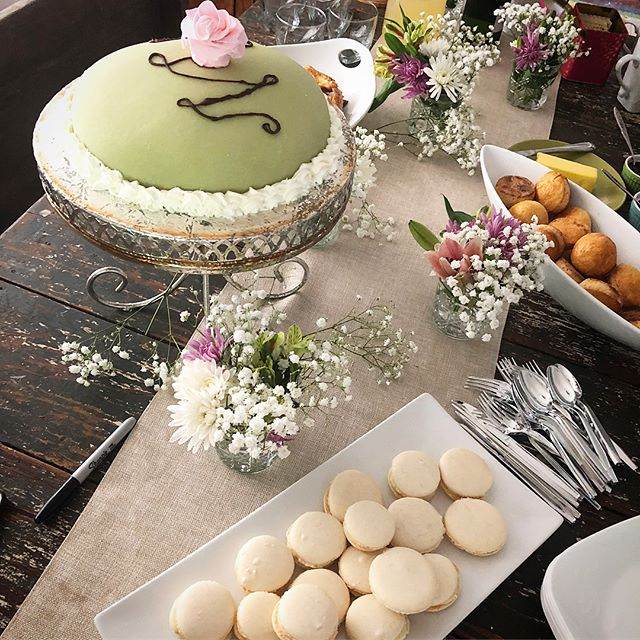 I'm still swooning over the #RoyalWedding this weekend. I threw a watch party and made many British treats to commemorate the event! First, the Princess Cake which I featured on my last post. I also made macaroons with a white chocolate ganache filling, homemade puff pastry filled with potato and cheese, and scones with homemade strawberry and blackberry jam. The feature cocktail: a lemonade and elderflower liquor cocktail topped with champagne to mimic the flavors of the #royalweddingcake. The ladies finished off our outfits with fascinators that I made for all the girls. So much fun and I learned so much making all these treats! I'll be putting a blog post together soon highlighting all the details of our #gbbo inspired menu!! Stay tuned!! #bhambaker #amateurbaker #greatbhambaker #greatbhambakeproject #homemadeeverything #homemadepuffpastry #puffpastry #homemadescones #homemadesconesandjam #homemadejam #homemademacaroons #macaroons #tablescape #royalweddingwatchparty #houseparty #bhamhostess #champagne #lemonelderflowercake #fascinator